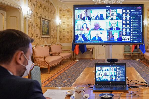 Premiér počas online rokovania s veľvyslancami krajín Európskej únie.