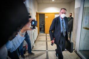 Bývalý generálny prokurátor Dobroslav Trnka počas príchodu na Krajskú prokuratúru v Žiline.