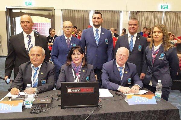 Tomáš Chovanec (v hornom rade v strede) má skúsenosti ako medzinárodný rozhodca a tiež 5 rokov pôsobil vo výkonnom výbore na zväze.