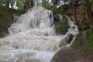 Rozvodnený Lúčanský vodopád