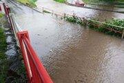 Zaplavená cesta v Prievidzi.