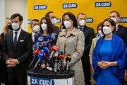Predsedníčka Za ľudí Veronika Remišová a ďalší členovia strany.