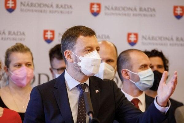 Predseda vlády SR Eduard Heger počas vyjadrenia v rámci rokovania 30. schôdze Národnej rady SR. Bratislava, 26. máj 2021.