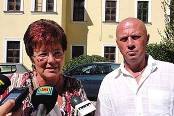 Riaditeľka krajskej neziskovky Marta Eckhardtová a šéf levickej nemocnice Rudolf Hlavács.
