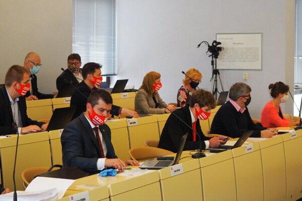 Prešovskí poslanci takto rokovali pred rokom a budú aj vo štvrtok.