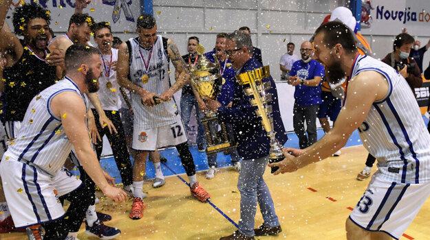 Basketbalisti Spišskej Novej Vsi oslavujú svoj prvý titul v histórii.