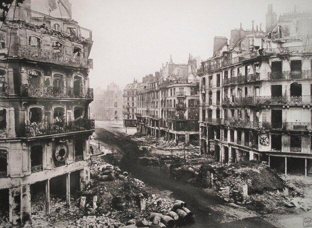 Zničené ulice Paríža po skončení bojov.