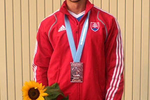 Matej Urik získal na akademických MS v Bratislave bronzovú medailu.
