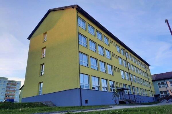 Základná škola na sídlisku Brehy má 32 rokov.