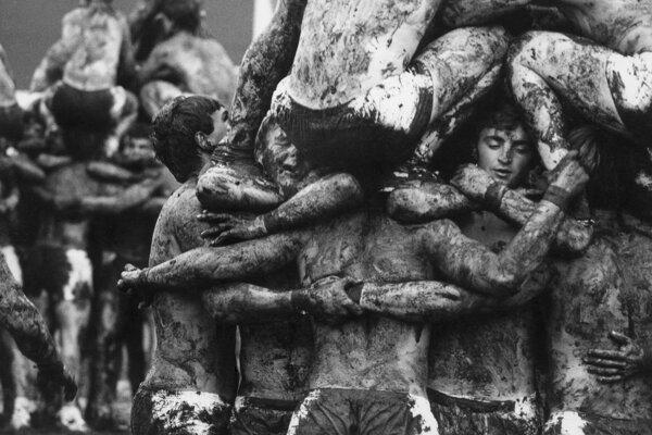 Zdeněk Lhoták fotil v roku 1985 Spartakiádu, ktorá sa premenila na nebezpečné cvičenie v blate.