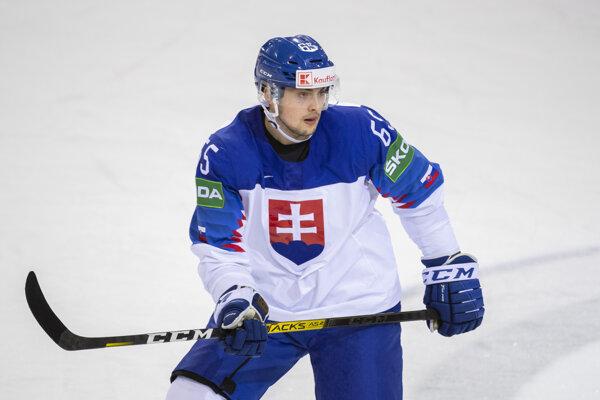 Martin Bučko streli svoj premiérový gól na MS v Rige.