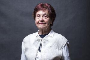 Eva Mosnáková vedie Klub seniorov židovskej náboženskej obce. Bola účastníčkou diskusií organizácie Zabudnuté Slovensko.