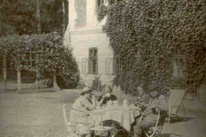 Posedenie v parku pri kaštieli v Krásnom Brode.