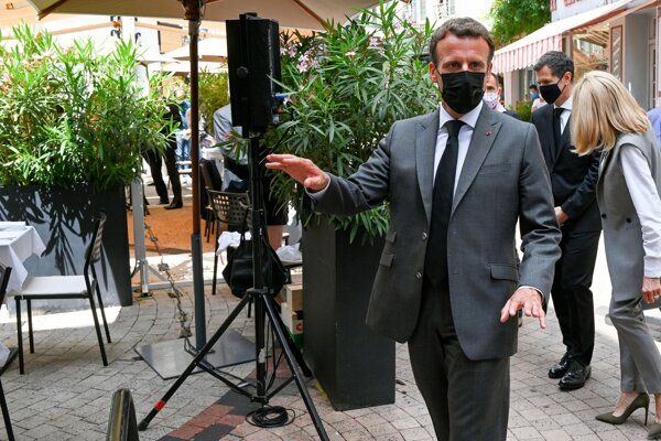 Prezident Macron dnes v meste Valence.