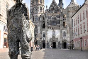 Dominantou Alžbetinej ulice je dnes Jakobyho socha.