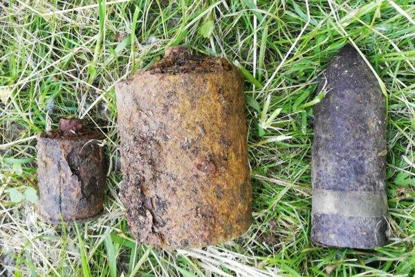 Nájdený bol 37-milimetrovýdelostrelecký granát, ručný granát vzor 42 a protipechotná mína šrapnelová vzor 35.