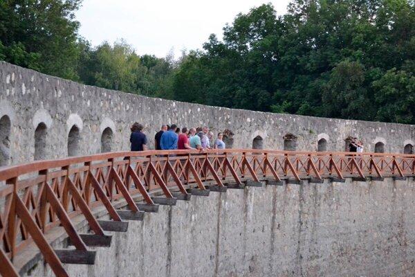 Južné opevnenie Trenčianskeho hradu.