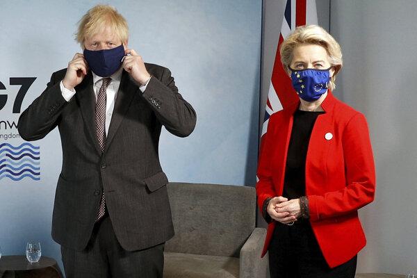 Britský premiér Boris Johnson a predsedníčka Európskej komisie Ursula von der Leyenová.