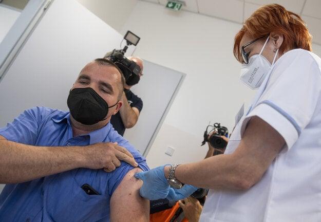Kľúčovou zbraňou proti delta variantu koronavírusu je zaočkovanie obidvoma dávkami vakcíny.