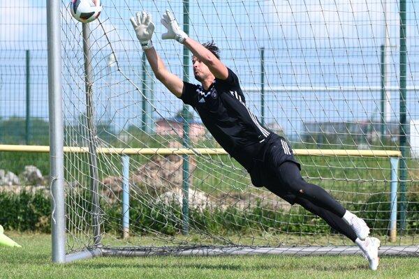 Na snímke brankár FC Spartak Trnava Ľuboš Kamenár počas tréningu