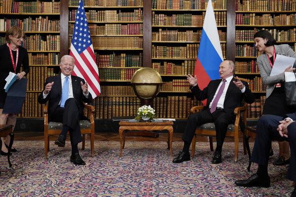 Stretnutie Bidena (v kresle vľavo) s Putinom trvalo tri a pol hodiny.
