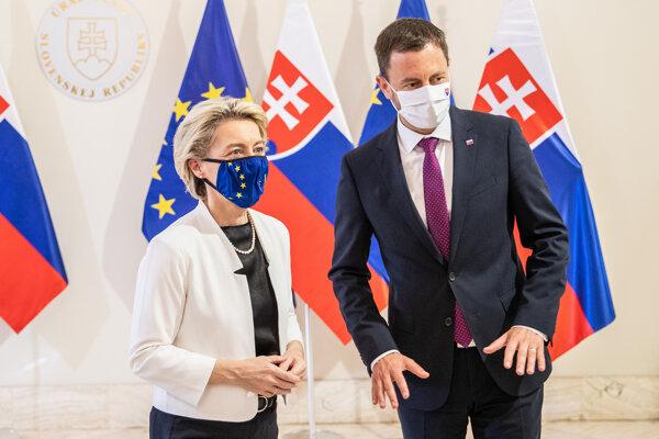 Premiér Eduard Heger a predsedníčka Európskej komisie Ursula von der Leyenová.