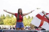 Fanúšikovia na EURO prejavili veľkú solidaritu, ale aj pomohli upratovať