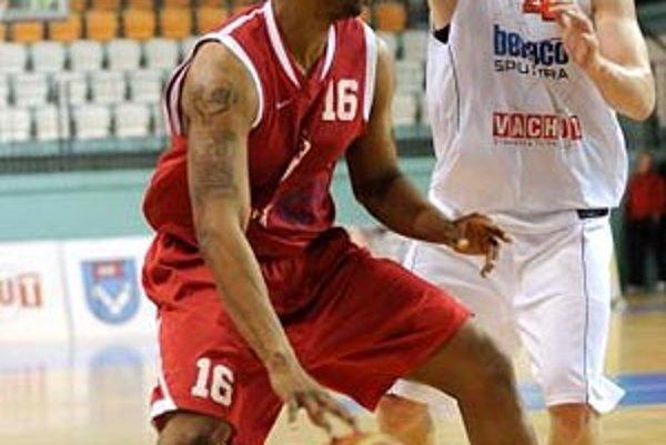 Dvaja 29-bodoví strelci - Milan Žiak a Marcus Neal. Nitran si stanovil sezónne maximum.