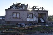 Búrkou a tornádom zničený dom v Moravskej Novej Vsi.