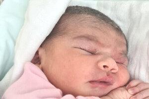 Liliana Pechovská (3400 g a 48 cm) sa narodila 13. mája o 18.40 hodine mamine Barbore Pechovskej a otcovi Štefanovi Pechovskému z Levíc. Doma sa na ňu tešila sestrička Sárinka.