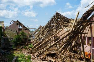 Zničený dom v obci Hrušky.