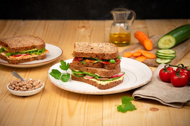 Rastlinné sendviče Sunshine Vege od Grotto obsahujú produkty Lunter Tofu.