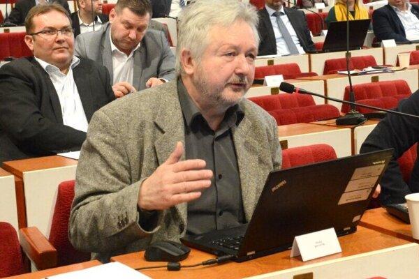 Krajský poslanec a environmentalista Kravčík.