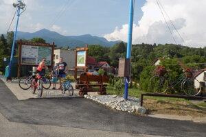V Turanoch stojí nová cyklozastávka.