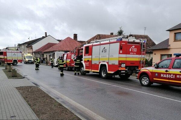 Zranení boli prevezení do nemocnice.