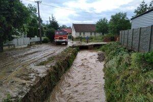 V Zborove už voda opadla. Situácia je pokojnejšia, hovorí starosta.