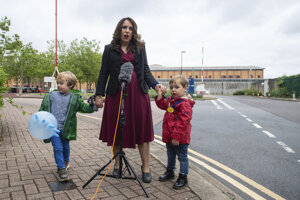 Stella Morisová s deťmi.