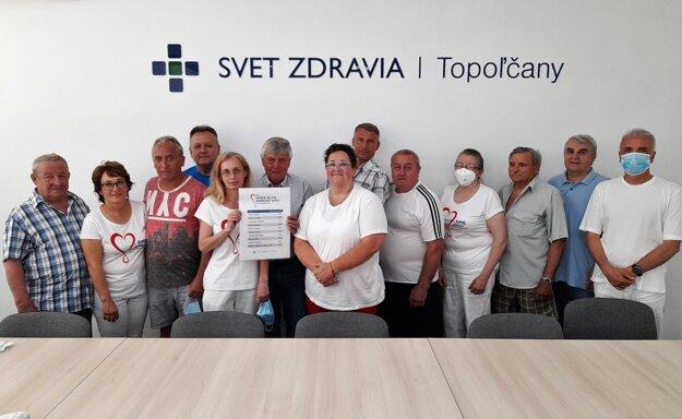 Ocenení darcovia krvi v Topoľčanoch.