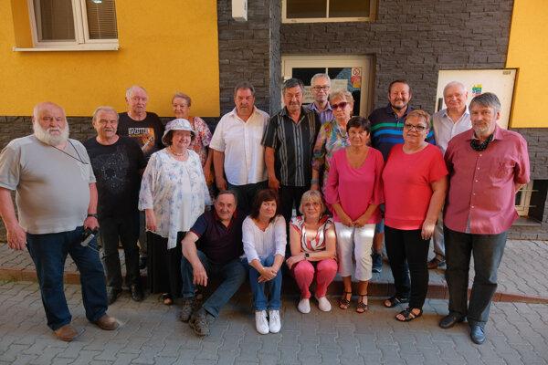 Spolužiaci zo IV. B Strednej priemyselnej školy strojníckej vMartine, ktorí študovali odbor strojárstva sapo dlhých 46 rokoch opäť stretli.