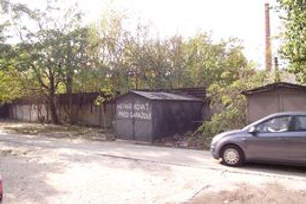 Väčšina garáží je už preč, stáť zostali len štyri.