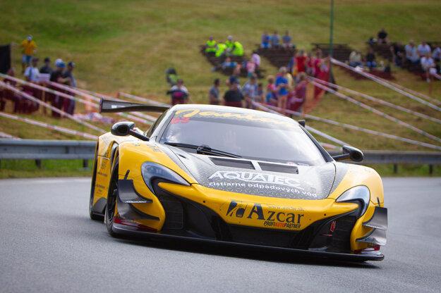 Fanúšikovia automobilového športu si môžu vychutnať aj takéto krásne autá