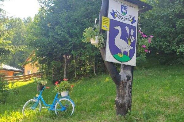 Bicykel na začiatku obce.