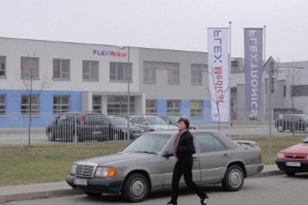 FlexMedical vo Vrábľoch končí, prepustí takmer tristo ľudí.