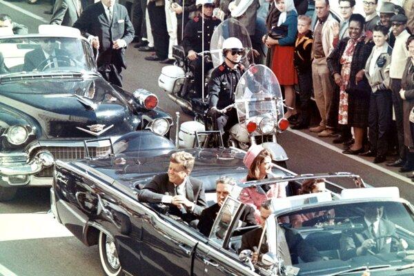 Posledné chvíle prezidenta Kennedyho. Z filmu JFK Revisited.
