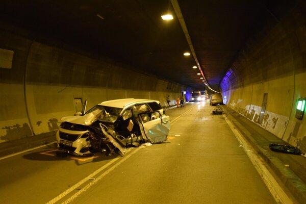 Štvrtková nehoda v tuneli Branisko ochromila dopravu na niekoľko hodín.