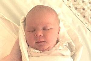 Ellie Vodičková (3350 g a 50 cm) sa narodila 8. júna rodičom Monike Mryglotovej a Petrovi Vodičkovi z Vrábeľ.