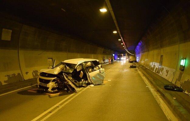 Nehoda v tuneli Branisko ochromila dopravu na niekoľko hodín.