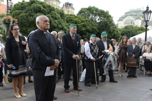 Emeritný arcibiskup Alojz Tkáč pri odhalení pamätnej tabule členom PTP. Sám k nim na vojenčine patril.