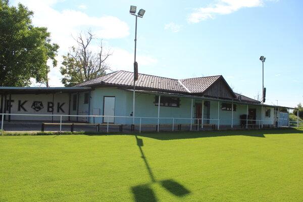 Budova futbalového štadióna FK Biely Kostol.