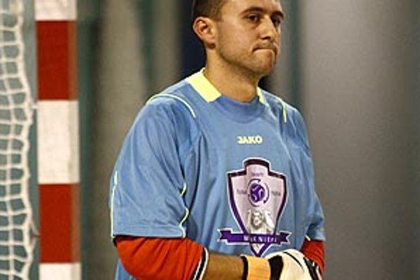 Brankár MFsK Michal Ivančík.